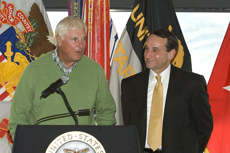 800px-Coach_Knight_and_Coach_Krzyzewski_at_West_Point_Oct_2007_1
