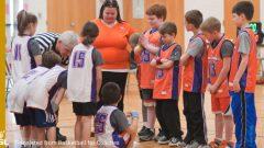 若いバスケットボール選手の注意をひくための4つのステップ